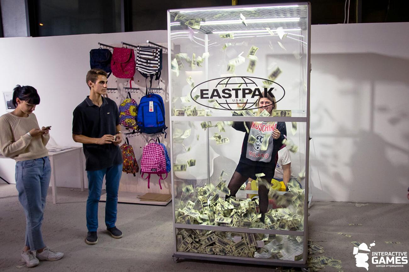 Денежная кабина (cash box) на фестивале Don`t Take Fake 2017